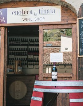 L'enoteca in Tinaia,  il wine shop  di Villa Spinosa